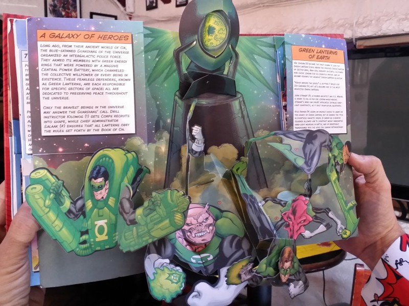 COOLEST FOLD OUT COMIC BOOK I HAVE EVER SEEN